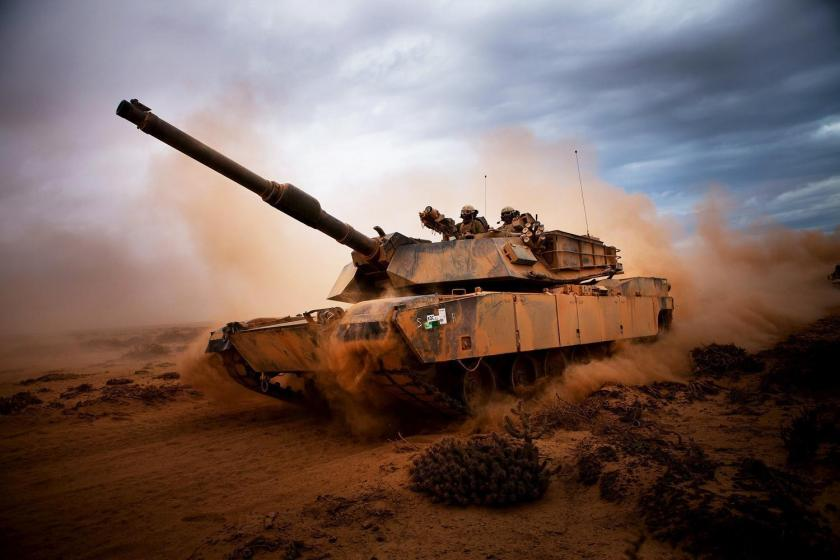m1-abrams-tank-in-action-in-desert-wallpaper-1096