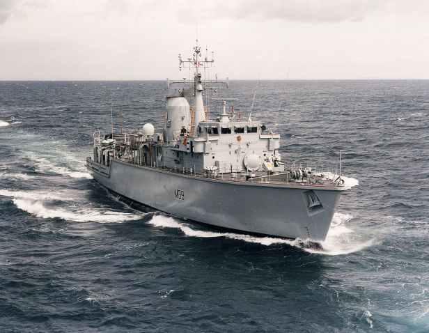 1280px-HMS_Hurworth_MOD_45151313