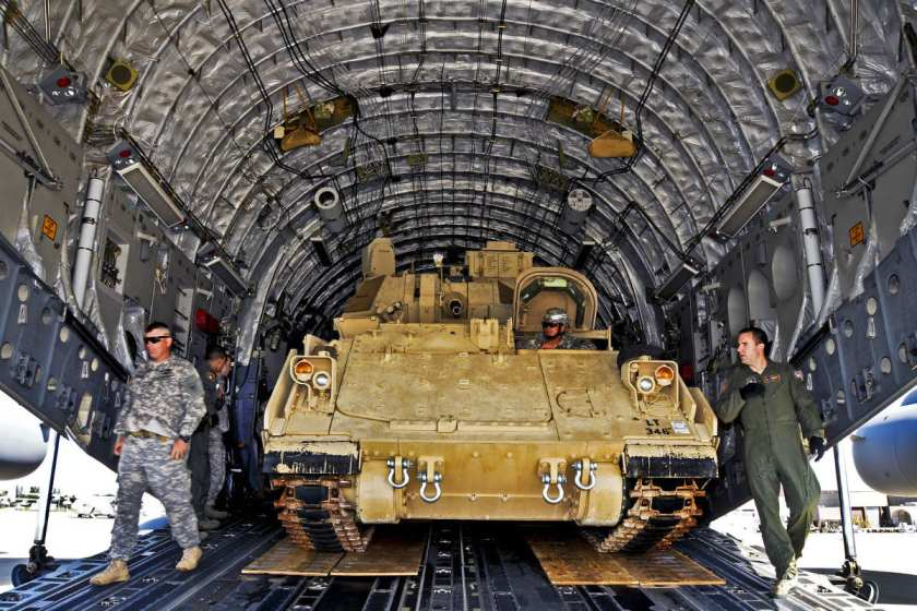 M2-Bradley-Fighting-Vehicle-C-17-unload