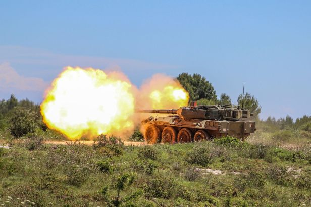 Cavalry_Regiment_Lancieri_di_Montebello_(8°)_Centauro_tank_destroyer