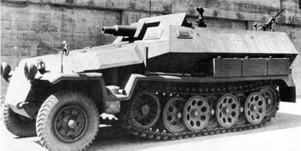 Schützenpanzerwagen-7.5-cm-KwK37b-600x302